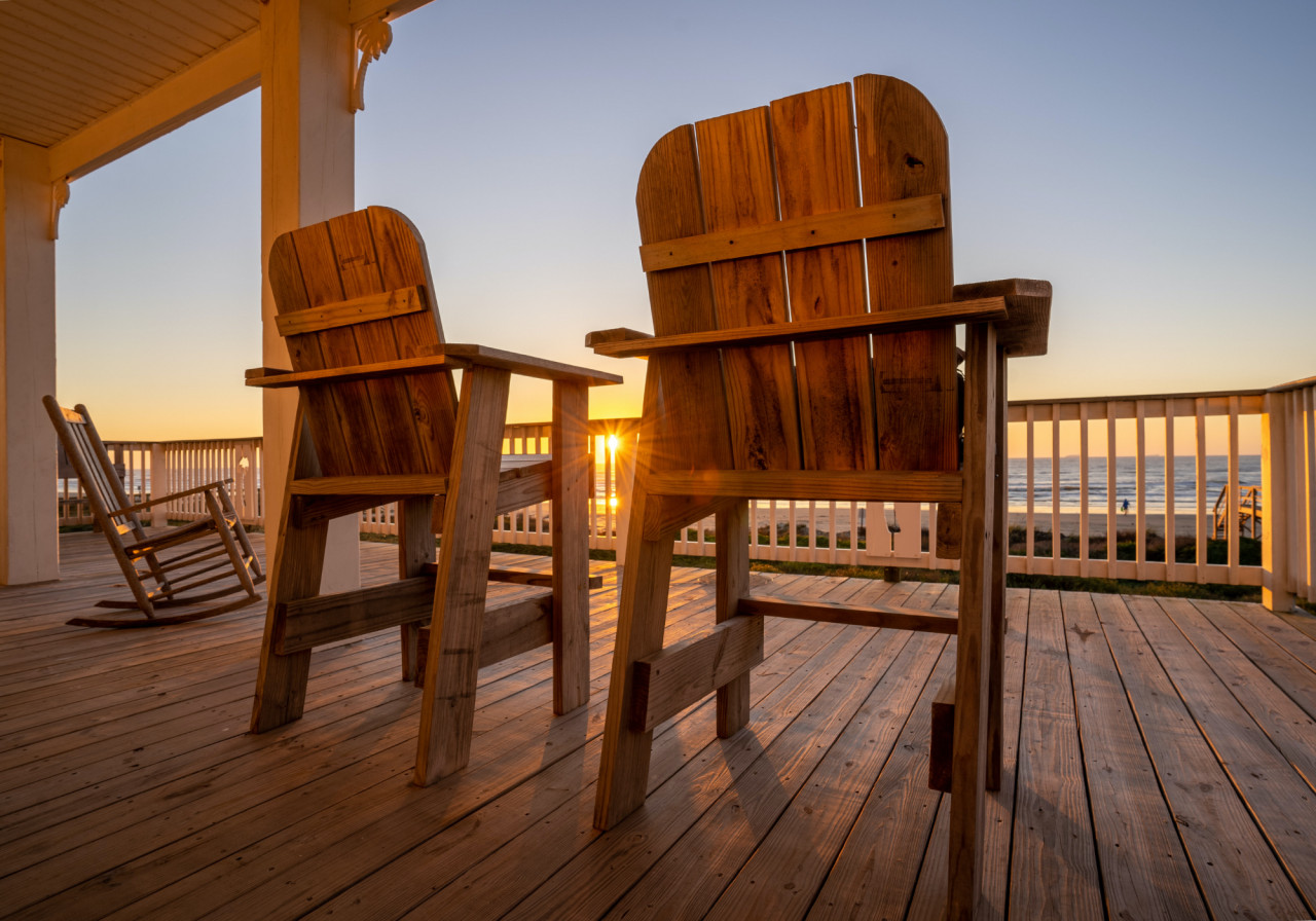 How-To-Stain-Garden-Furniture